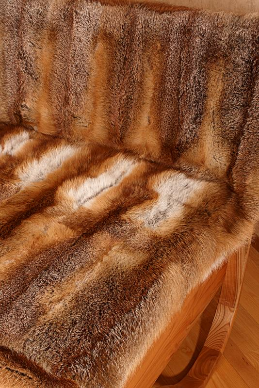 Felldecke aus Fuchsfellen gerabeitet